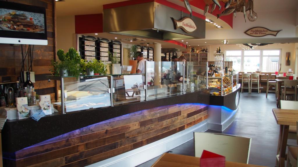 Falkenthal Seafood Innen Tresen - Beleuchtung und Beschilderung